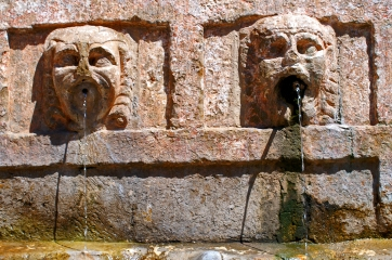 The Six Heads Fountain
